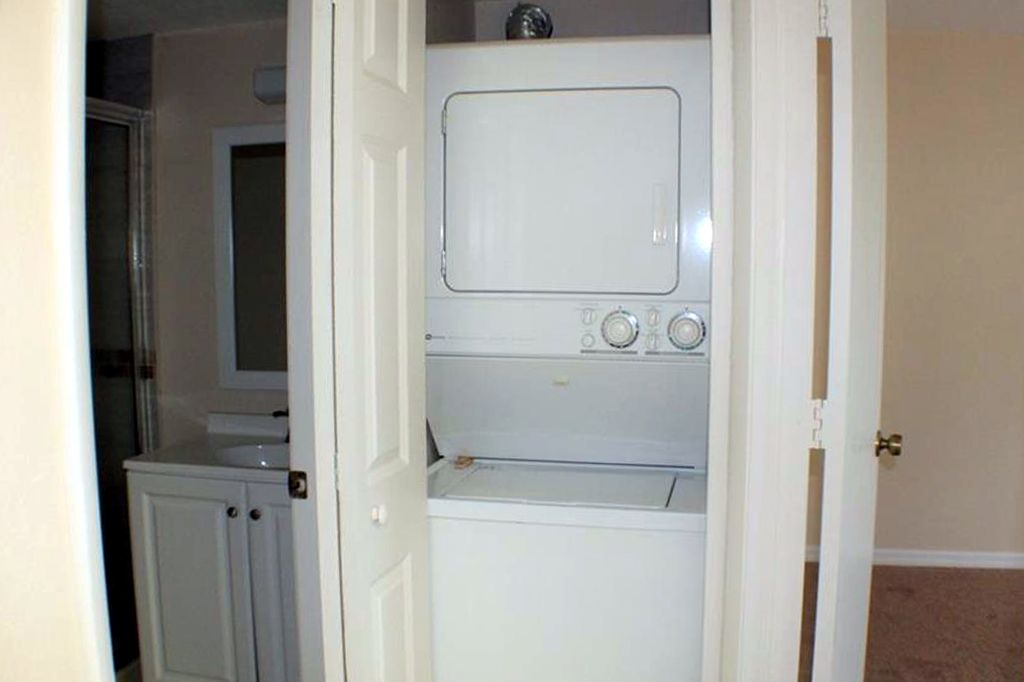 This is a charming 2 bedroom, 2 bath COMPLETELY remodeled ...