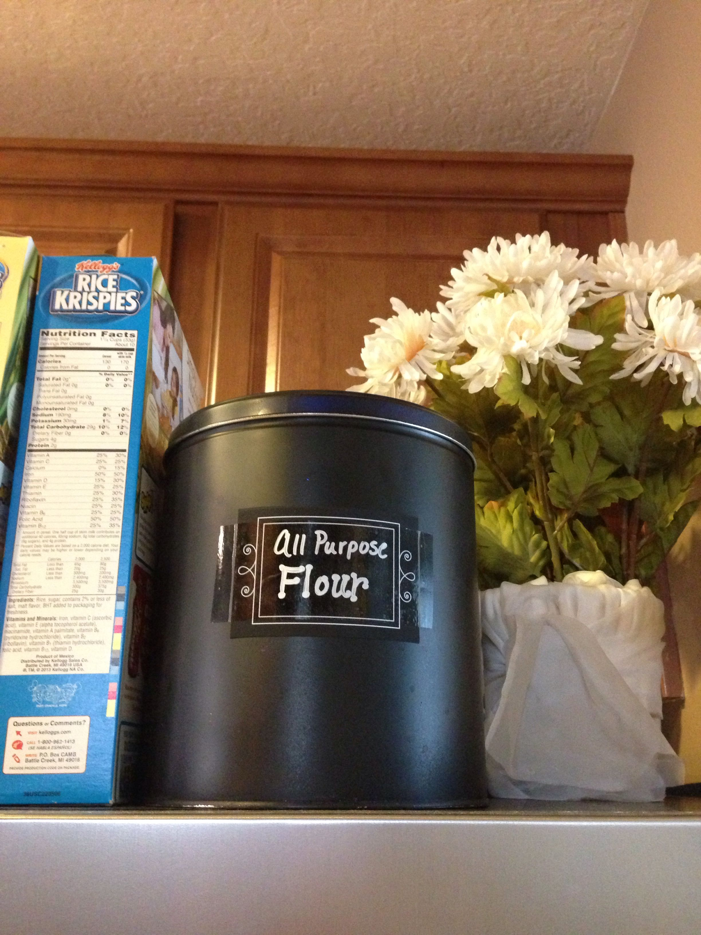 Can of spray paint and export soda cracker tin Craft