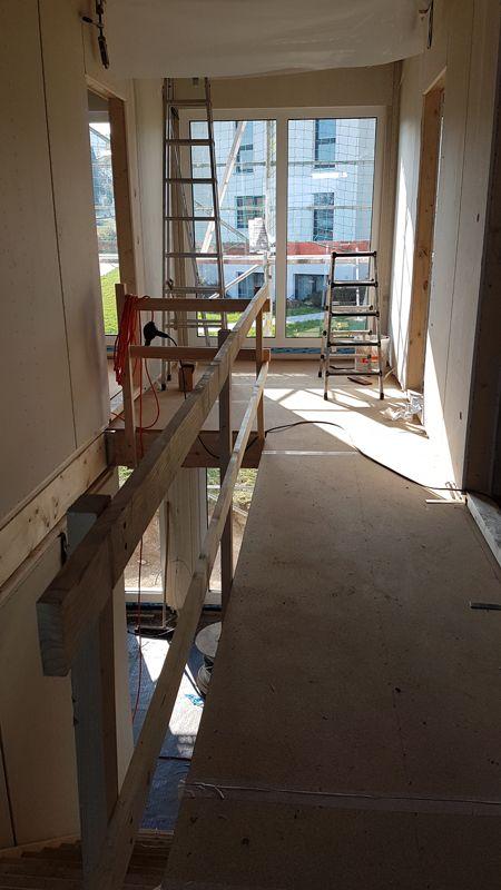 10. Oktober 2018 Hausmontage Fertigteilhauses. Einblick in