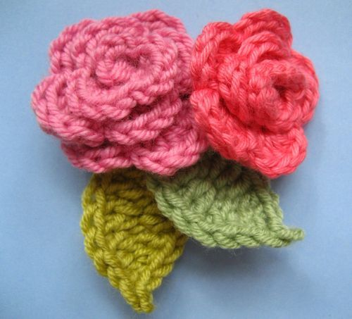 Really great tutorial for easy crochet flower - roses and leaves. An ...