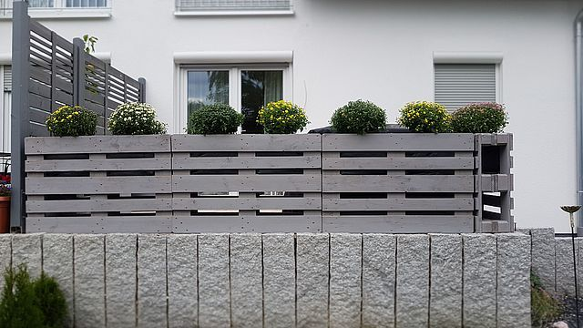 DIY Fence - Zaun aus Paletten Upcycling (Posts by Manuelle Craft) #palettendeko
