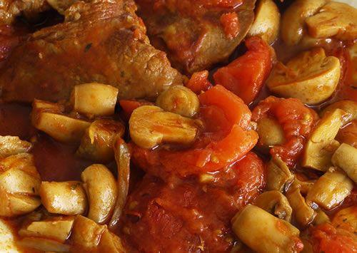 Estofado de ternera con champiñones [veal stew with mushrooms]