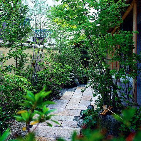 現場より 和モダンなアプローチ 外構 エクステリア 造園 庭園