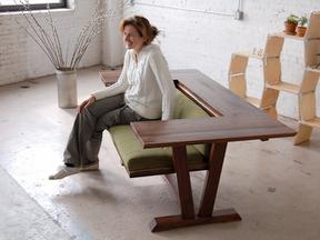 MundoJardín » Muebles multifuncionales: una mesa que se convierte en sofá.