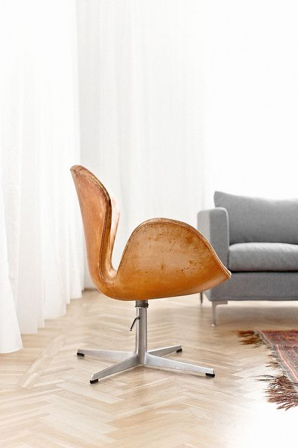 Swan chair by arne jacobsen by j e n via flickr for Arne jacobsen nachbau