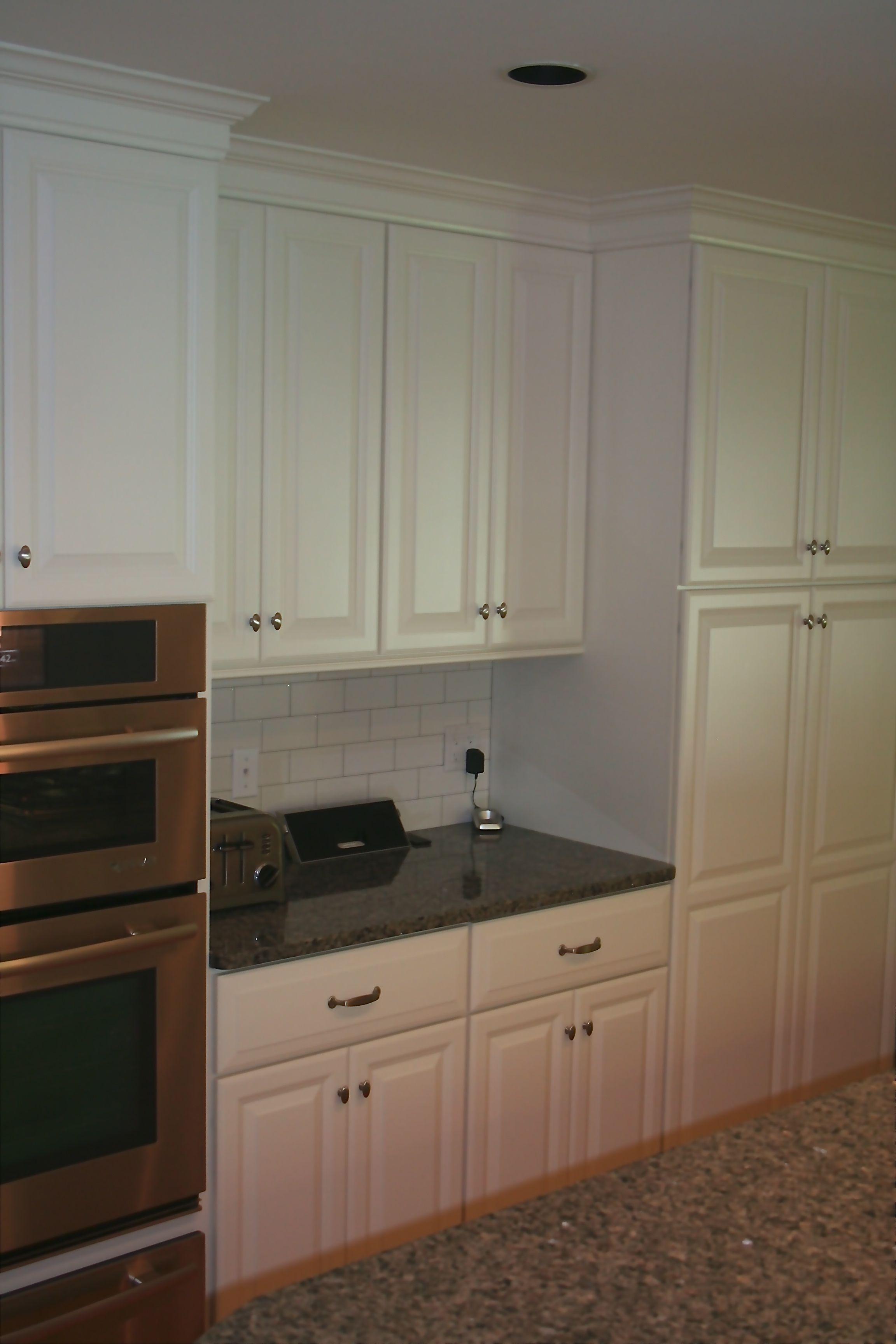 Candlelight Cabinetry In Aurora White Granite Countertop Artic - Daltile aurora