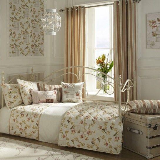 Camera da letto shabby shic - Cuscini e tende in stile shabby chic ...
