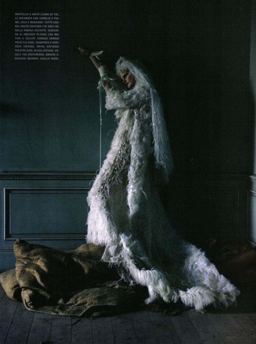 stella-tennant-imogen-morris-clarke-by-tim-walker-for-vogue-italy-march-2010-lady-grey