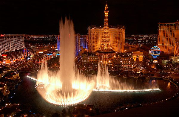 Las Vegas to see the Bellagio Fountain Show - Ocean's Eleven style