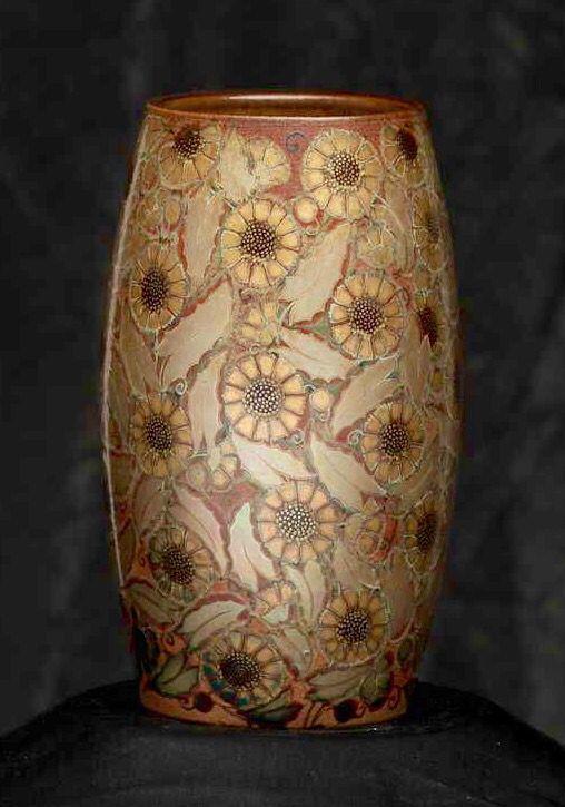 Zsolnay váza stilizált virágokkal