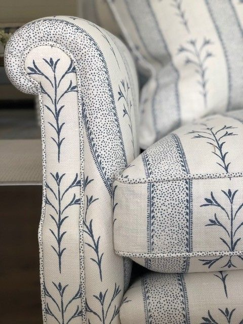 It's all in the detail. We are obsessing over this gorgeous sofa by @melindahartwrightinteriors in our ASSAM STRIPE India Ink colour.  #clothandprintco #clothandprint #printedlinen #handsceenprinted #screenprinted #textiles #upholsteryfabric #linenlove #linenlovers #interiordesignaustralia #ecofabrics#ecolinen #australianmade #assamstripe #blueandwhiteforever #blueandwhite #coastaldecor #hamptonsinteriors #hamptonsdecor #hamptonstyle #melindahartwrightinteriors