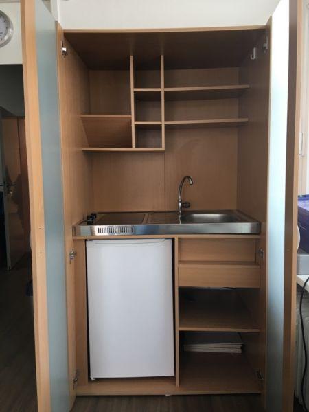 Verkaufe Schrankküche mit Kühlschrank Einbauspüle und zwei ... | {Schrankküche 60}