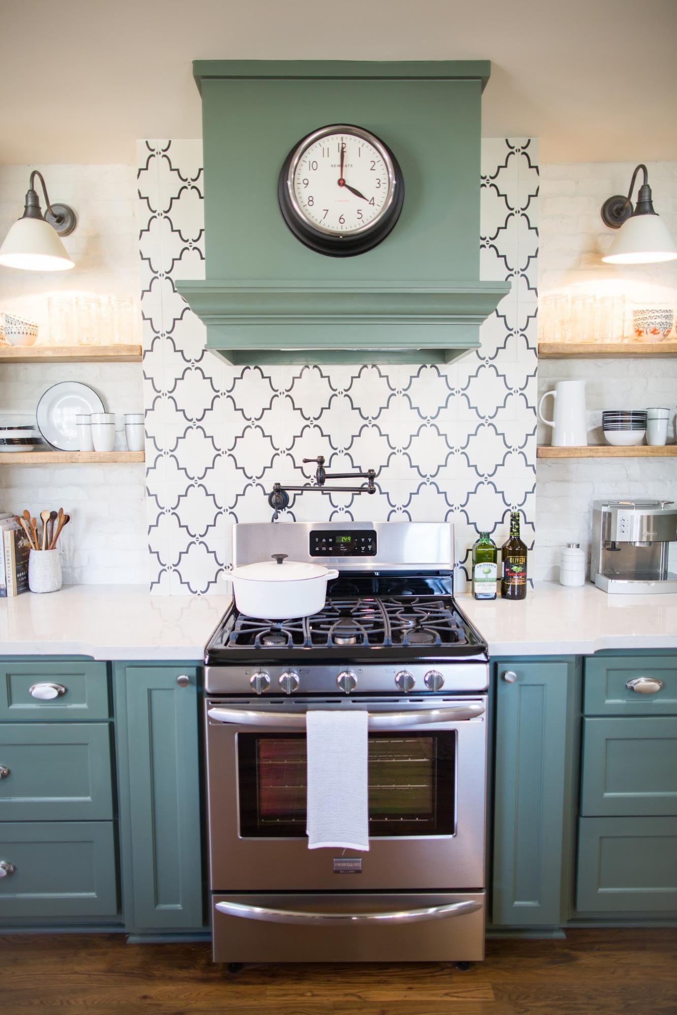 We did a patterned tile backsplash to define the kitchens main we did a patterned tile backsplash to define the kitchens main spaces and to dailygadgetfo Gallery