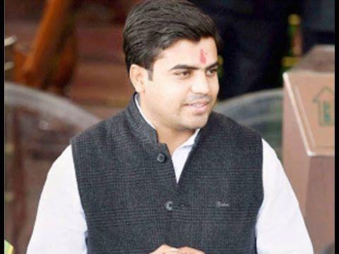 Samajwadi Party Chief Mulayam Singh Yadav S Grandnephew Tej Pratap Will Soon Tie The Knot With Lalu Prasad S Youngest Daughter Daughter Mens Tops Mens Tshirts