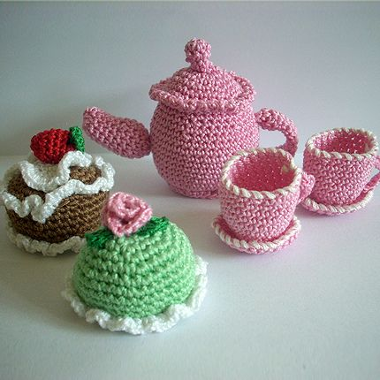 Miniature teapot and cakes by tildafilur, via Flickr