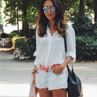 Camisa branca + short jeans + lenço na cintura.  8d1b7b13fedcc