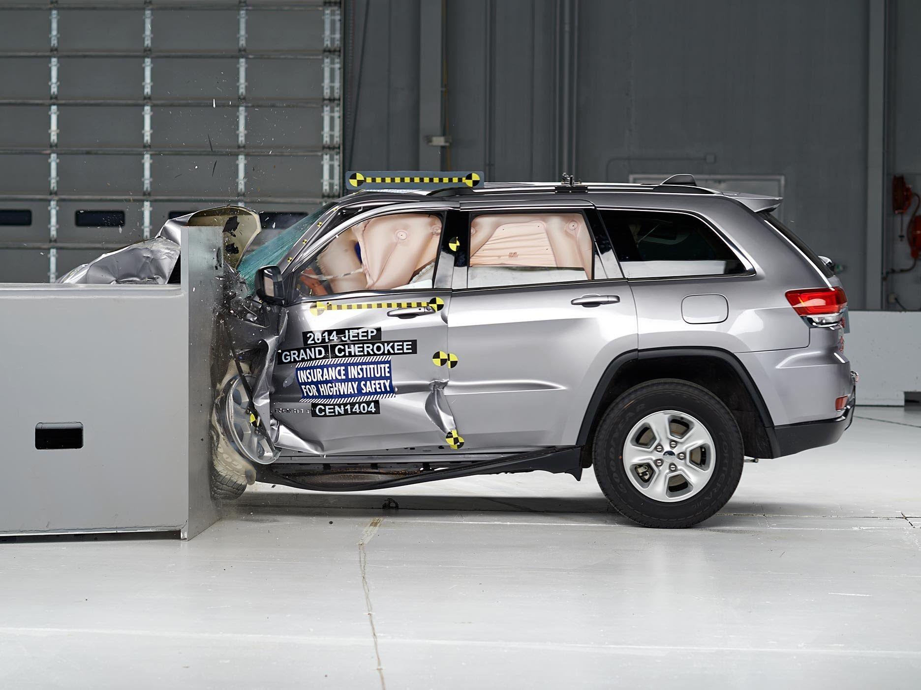 2014 jeep grand cherokee small overlap iihs crash test