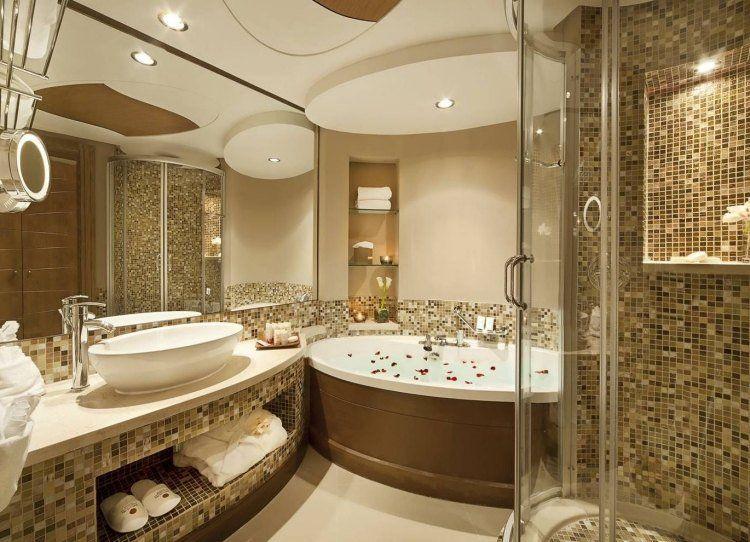 dco salle bains baignoire ovale faux plafond mosaique dore