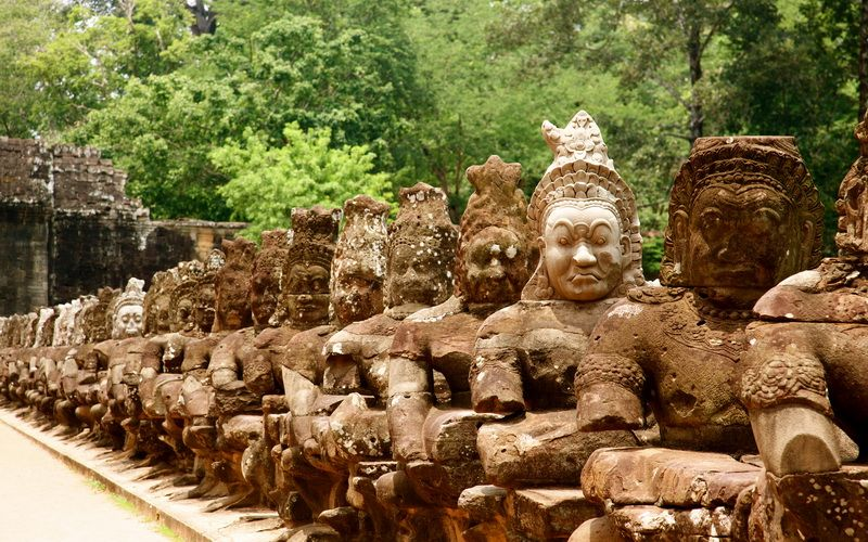 The sacred spirit of Angkor >>One day at the mysterious Angkor
