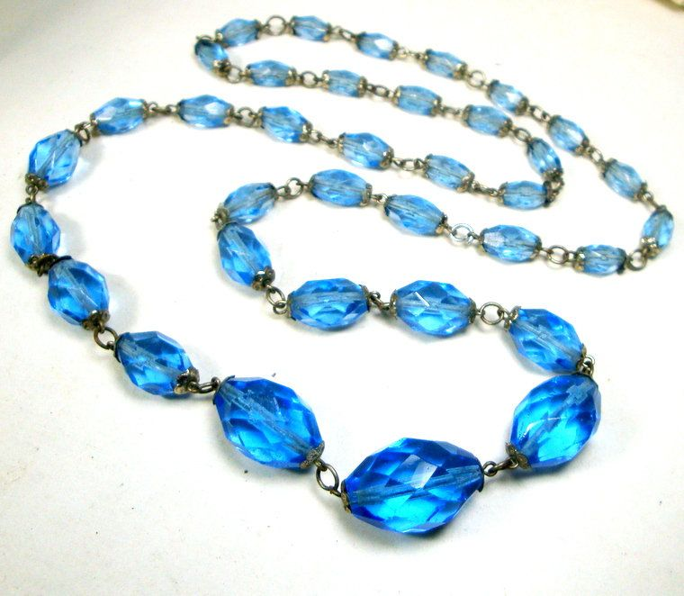 Vintage Blue and grey glass beaded necklace Graduated blue glass beads. A stunning vintage necklace