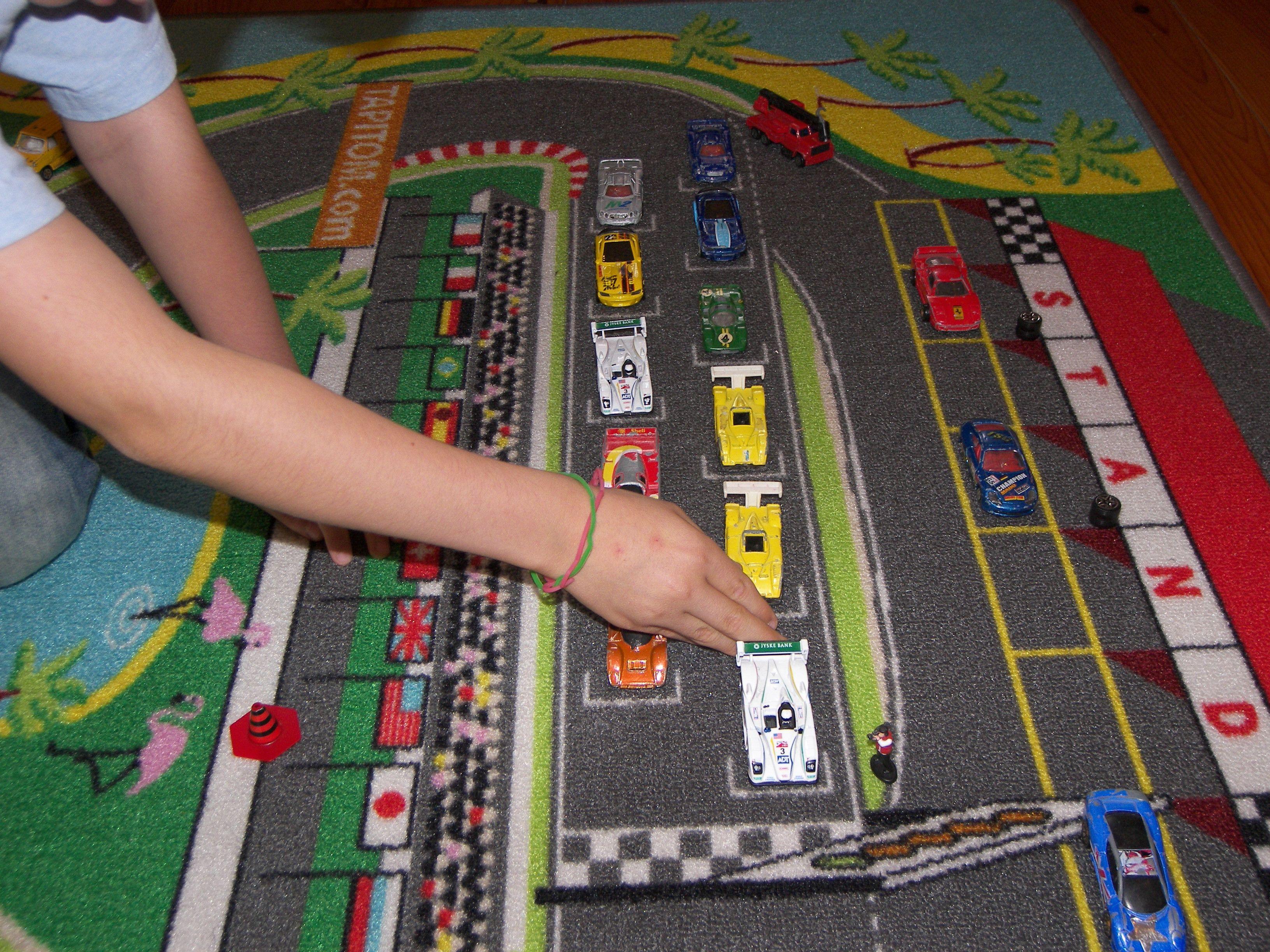 tapis de jeu pour chambre d 39 enfant pour jouer avec ses petites voitures tapispetitevoiture. Black Bedroom Furniture Sets. Home Design Ideas