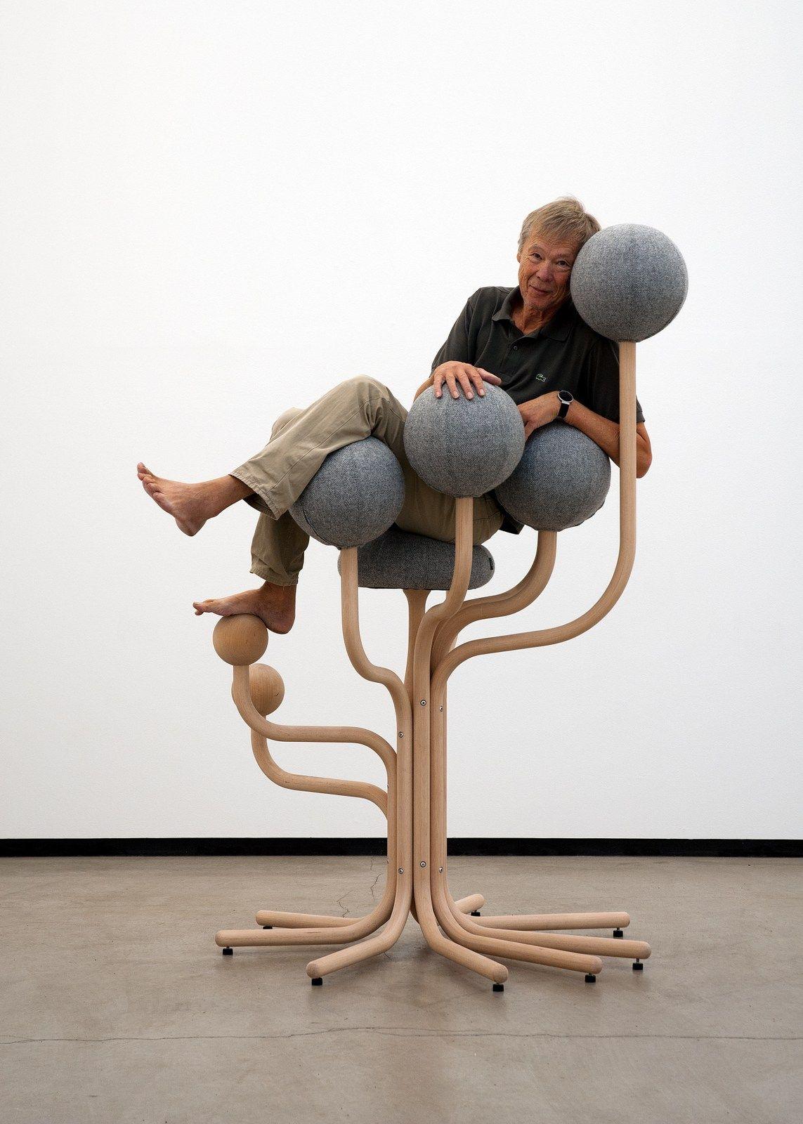 Ergonomic upholstered reception chair GLOBE GARDEN by The Globe