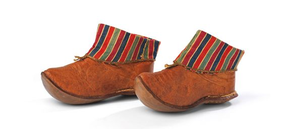Ottoman short boots from Cornocopias article about the shoe exhibition in Sadberk Hanim. I have a similar pair from 1854. The Boots are sewn with hidden stitches, that can not be seen neither on the outside nor on the inside. (Pharyah)