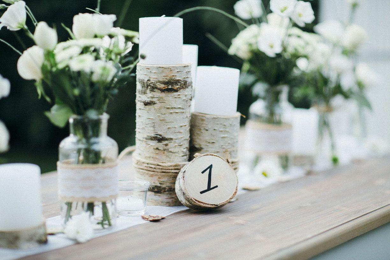 Eine Hochzeit Ganz Im Naturlichen Stil Birkenholz Jute Und Spitze
