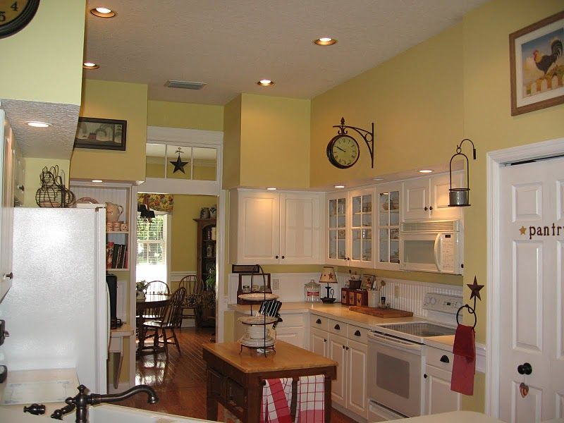 Barley yellow benjamin moore paint color schemes for for Yellow kitchen paint