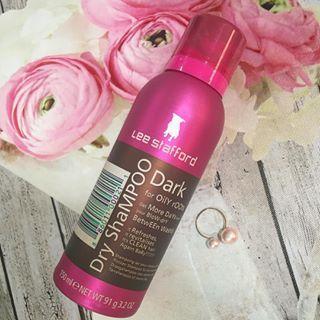 Sácale provecho a tu planchado con un shampoo en seco. | 13 Trucos inteligentes para las chicas que se planchan el cabello