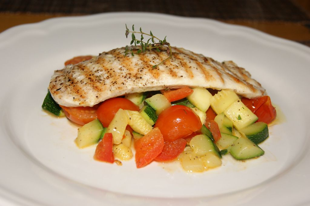Grilled chicken breast with steamed vegetables with thyme