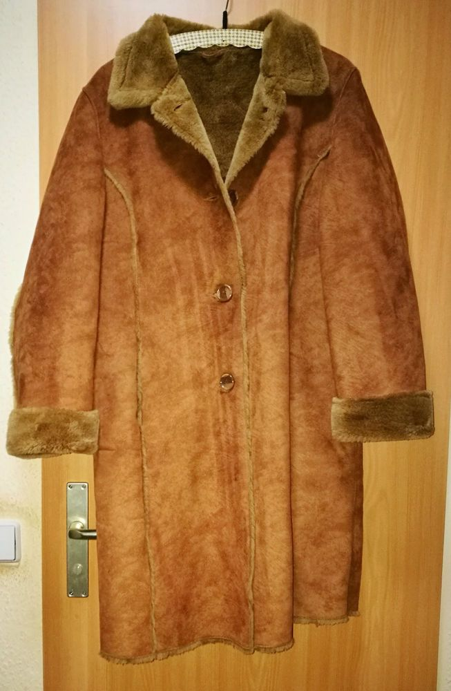 Grauer warmer mantel
