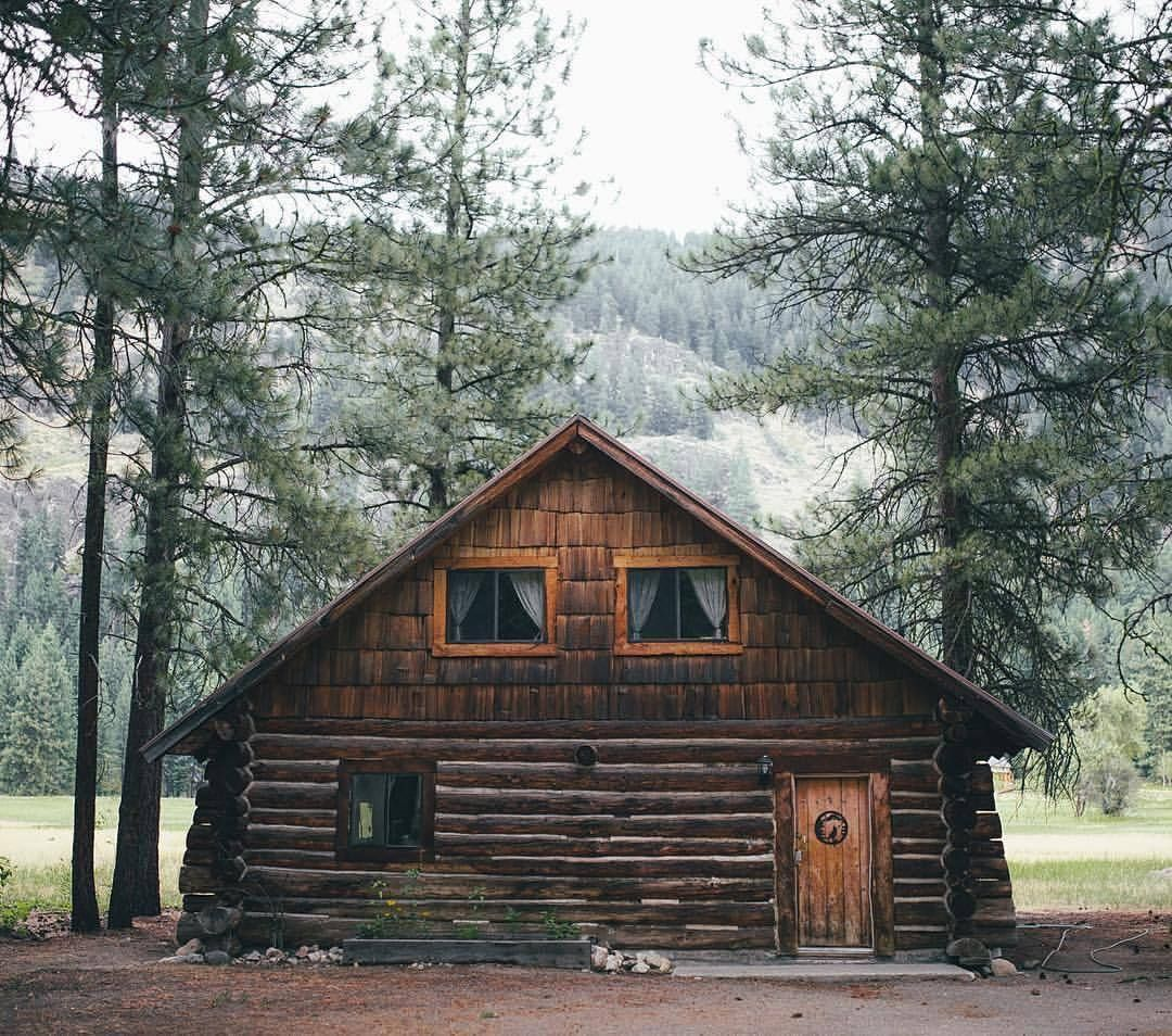 Rustic Roamer With Images Rustic Cabin House In The