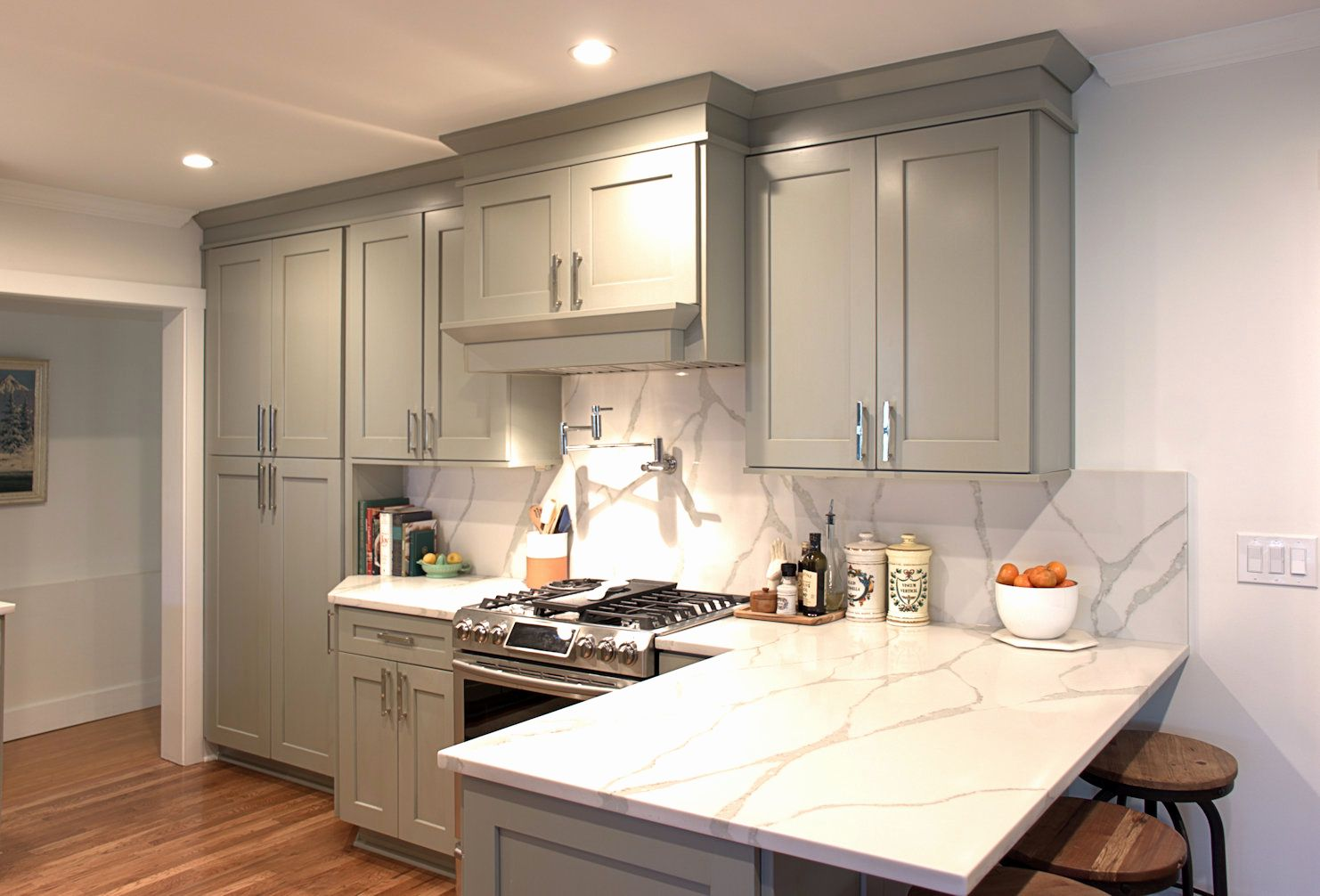 Crown Molding Transition To Kitchen Cabinets Fresh Cabinet Crown Vs House Crown Kitchen Design Kitchen Cabinet Design Kitchen Cabinets To Ceiling