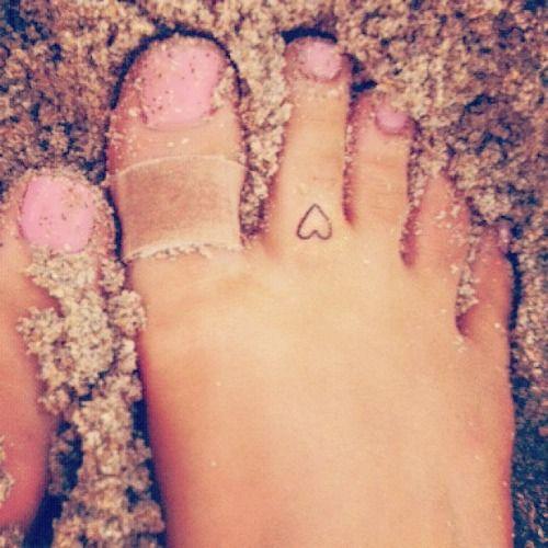 Ariana S Heart Tattoo On Her Foot Tattoos Pinterest