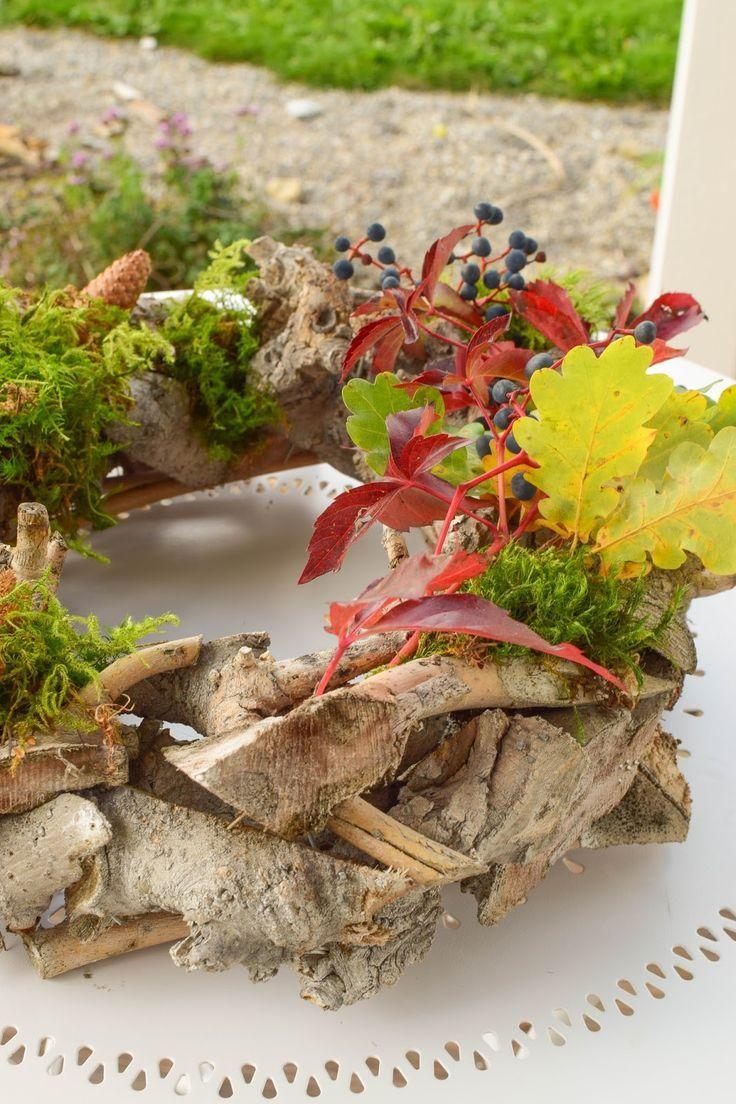 Diy kranz herbst selbermachen holzkranz naturdeko herbstlich nat rlich dekorieren kr nze auch - Holzkranz dekorieren ...