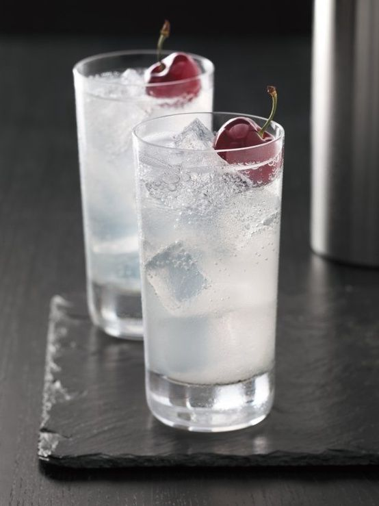 The grey goose cherry slice vodka now being served at the for Vodka cocktails recipes easy