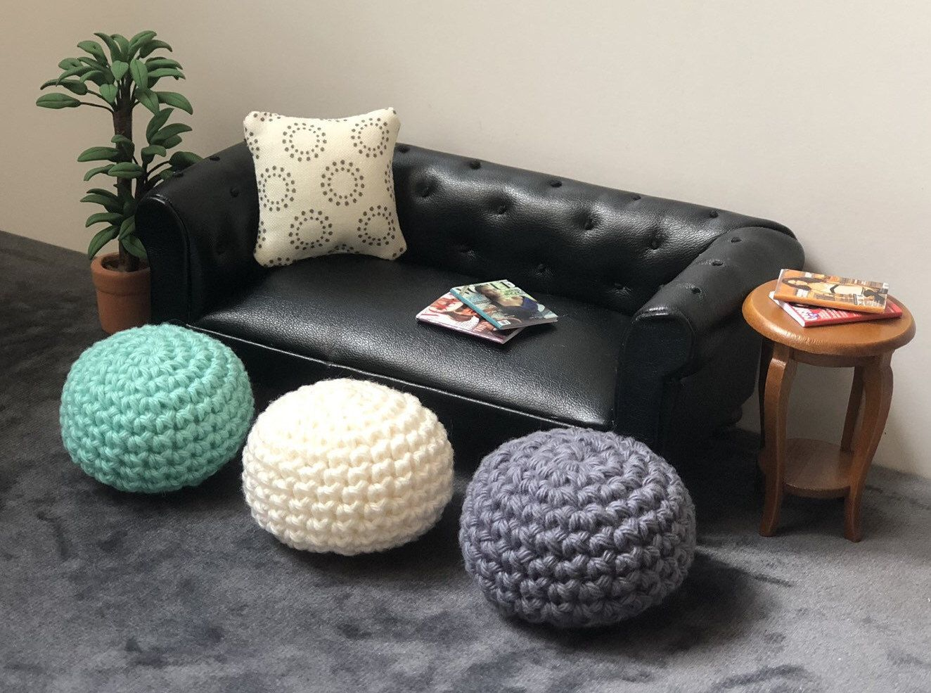 Handmade Ottoman 1 12 Scale Foot Rest 12th Scale Dollhouse Furniture Miniature Crochet Ottoman Modern Dollhouse Floor Pouf In 2020 Floor Pouf Dollhouse Furniture Ottoman