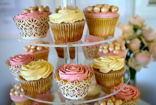 How pretty are these cupcakes ? #party