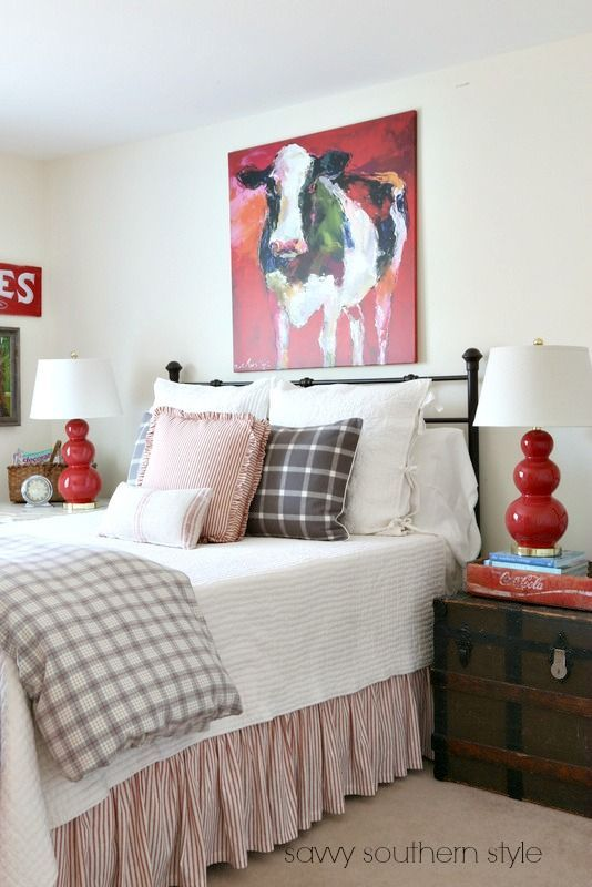 Southern Farmhouse Bedroom Ideas: Red And Gray Farmhouse Guestroom