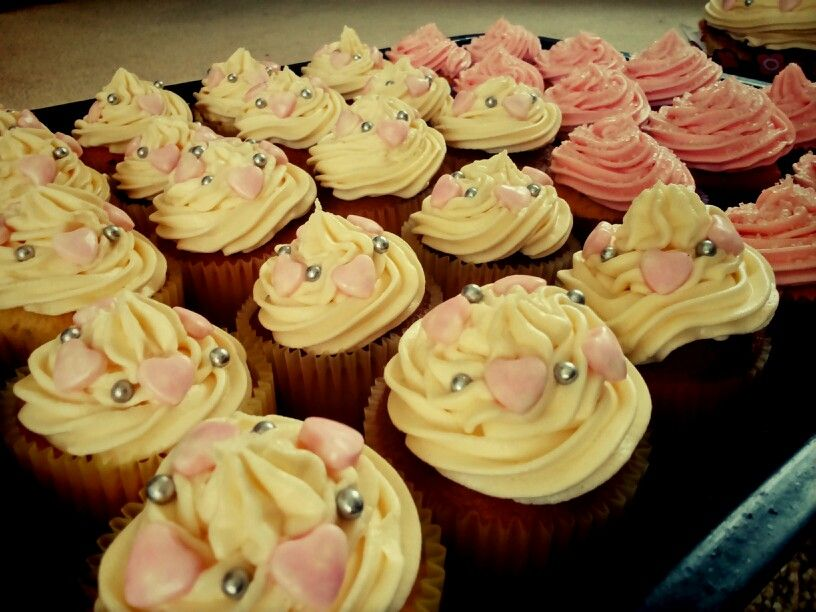 Vanilla toffee cupcakes with a vanilla buttercream Made for a