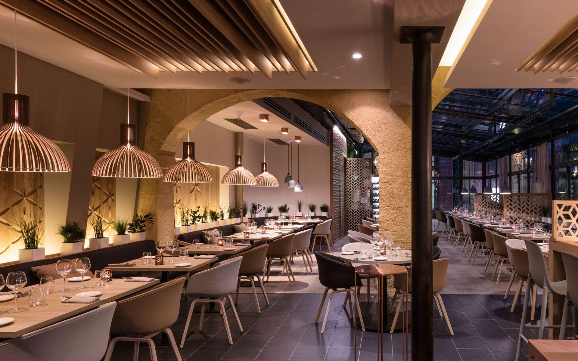restaurant gastronomique c t cour aix en provence par red banana studio designers d. Black Bedroom Furniture Sets. Home Design Ideas