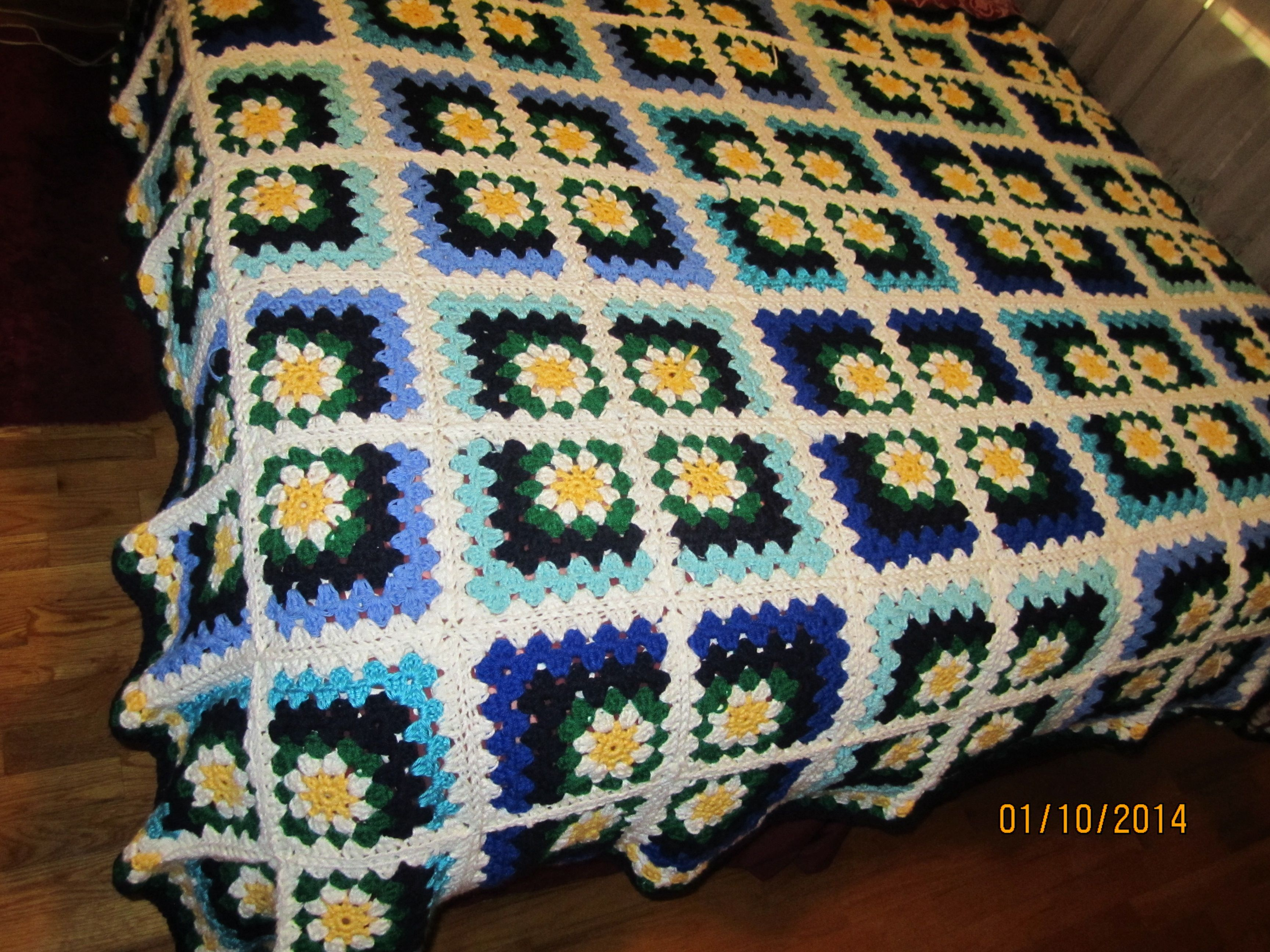 Daisy Mitered Granny Square Afghan | My Own Crafts | Pinterest ...