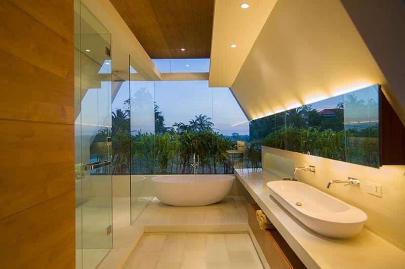 Salle de Bain contemporaine à Bali dans vila de luxe #Moderndesign
