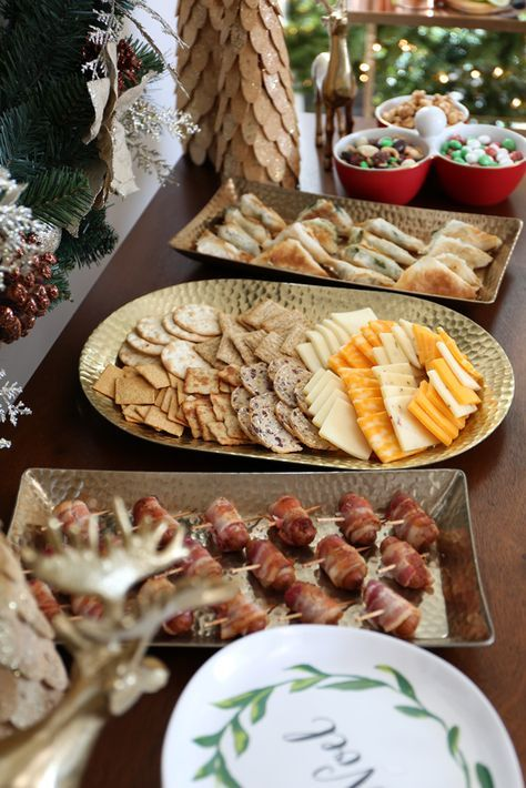 How to Set Up Your Buffet for a Holiday Open House   Christmas open house menu. Christmas buffet. Christmas party menu
