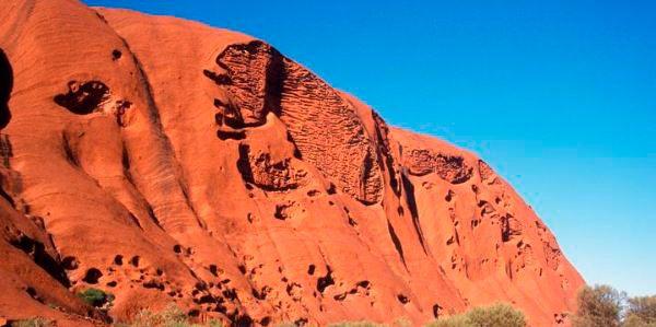 O Monte Uluru é o maior monólito do mundo, um local sagrado para os Anangu, povo…