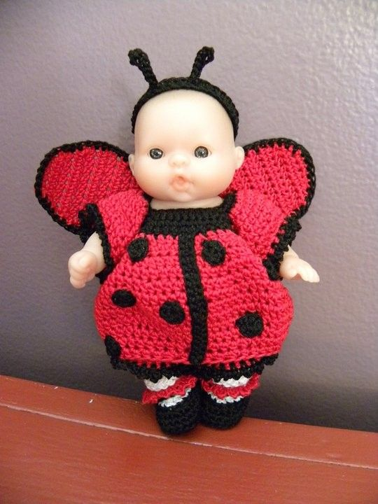 5 inch crochet doll clothes - ladybug costume pattern. #dolldresspatterns