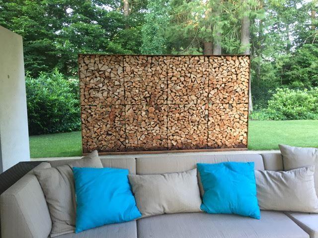 holzregal 1083 aus cortenstahl mit oberfl che edelrost als sichtschutz auf terrasse au en. Black Bedroom Furniture Sets. Home Design Ideas