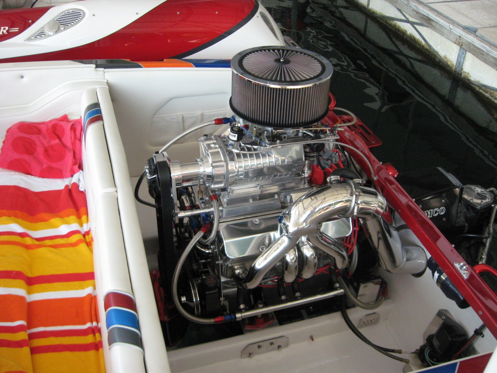 An all aluminum small block 454, supercharged #boat #engine