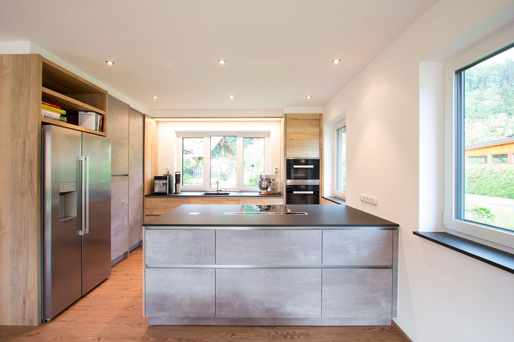Küche im Beton-Look kombiniert mit Holz-Optik. Beton in der Küche